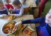 Przygotowanie pysznej sałatki owocowej